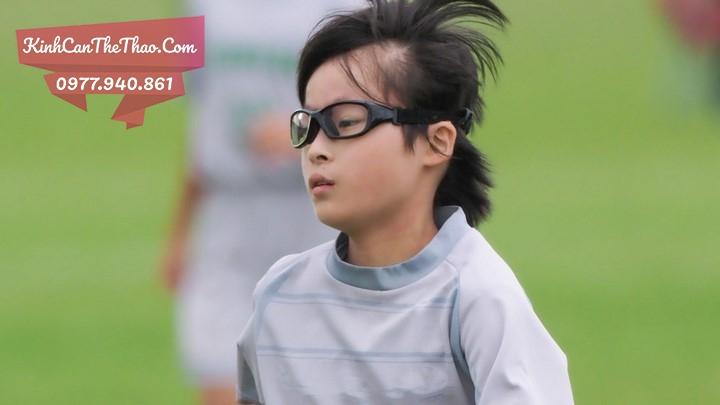 kính cận chơi thể thao